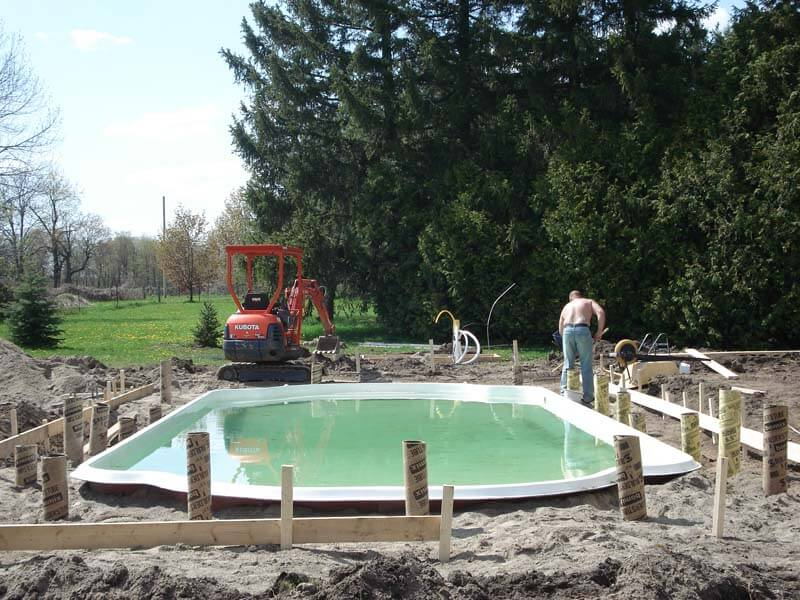 Backyard-Pool-Construction-Contractor-2