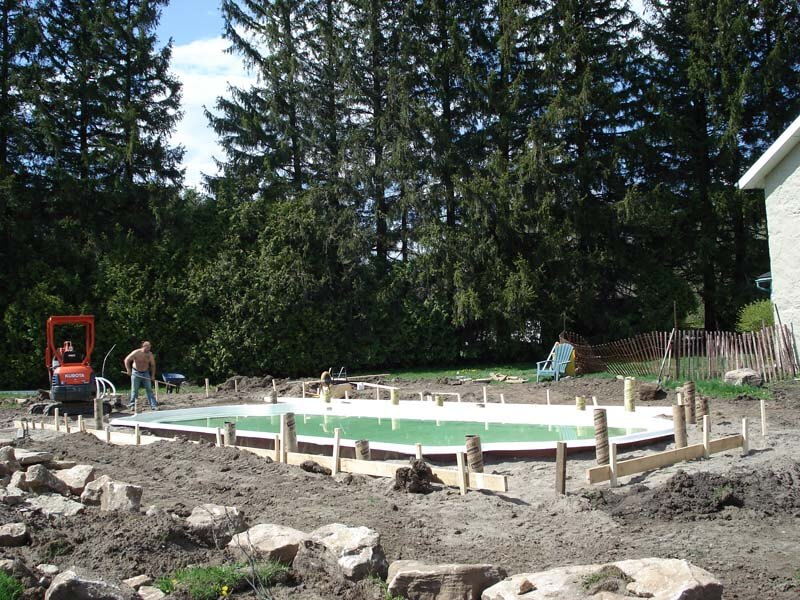 Backyard-Pool-Construction-Contractor-3